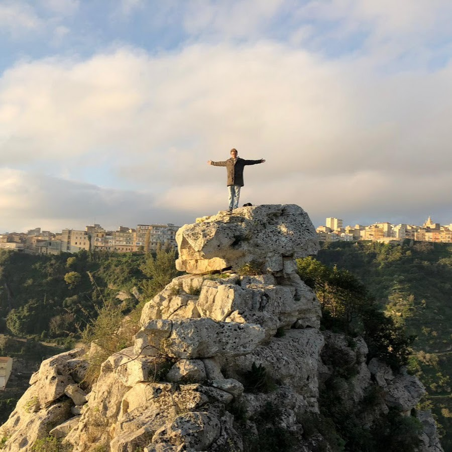 FIRMATI GLI IMPEGNI DI SPESA IN FAVORE DI 100 TEATRI SICILIANI