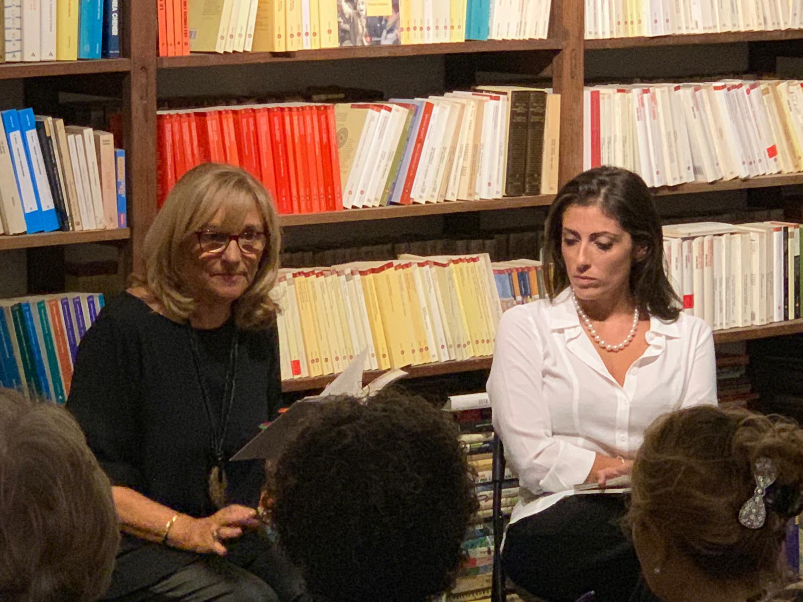 """Costanza DiQuattro con il suo libro """"La mia casa di Montalbano"""" ha fatto tappa a Siracusa: con lei i luoghi dell'anima e il gioco della rimembranza"""