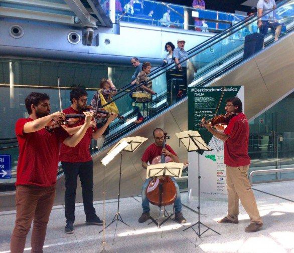 Musica classica agli imbarchi dell'aeroporto di Catania