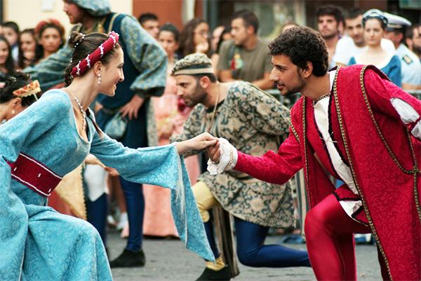 """A Randazzo un magico viaggio nel tempo con la """"Festa Medievale"""""""