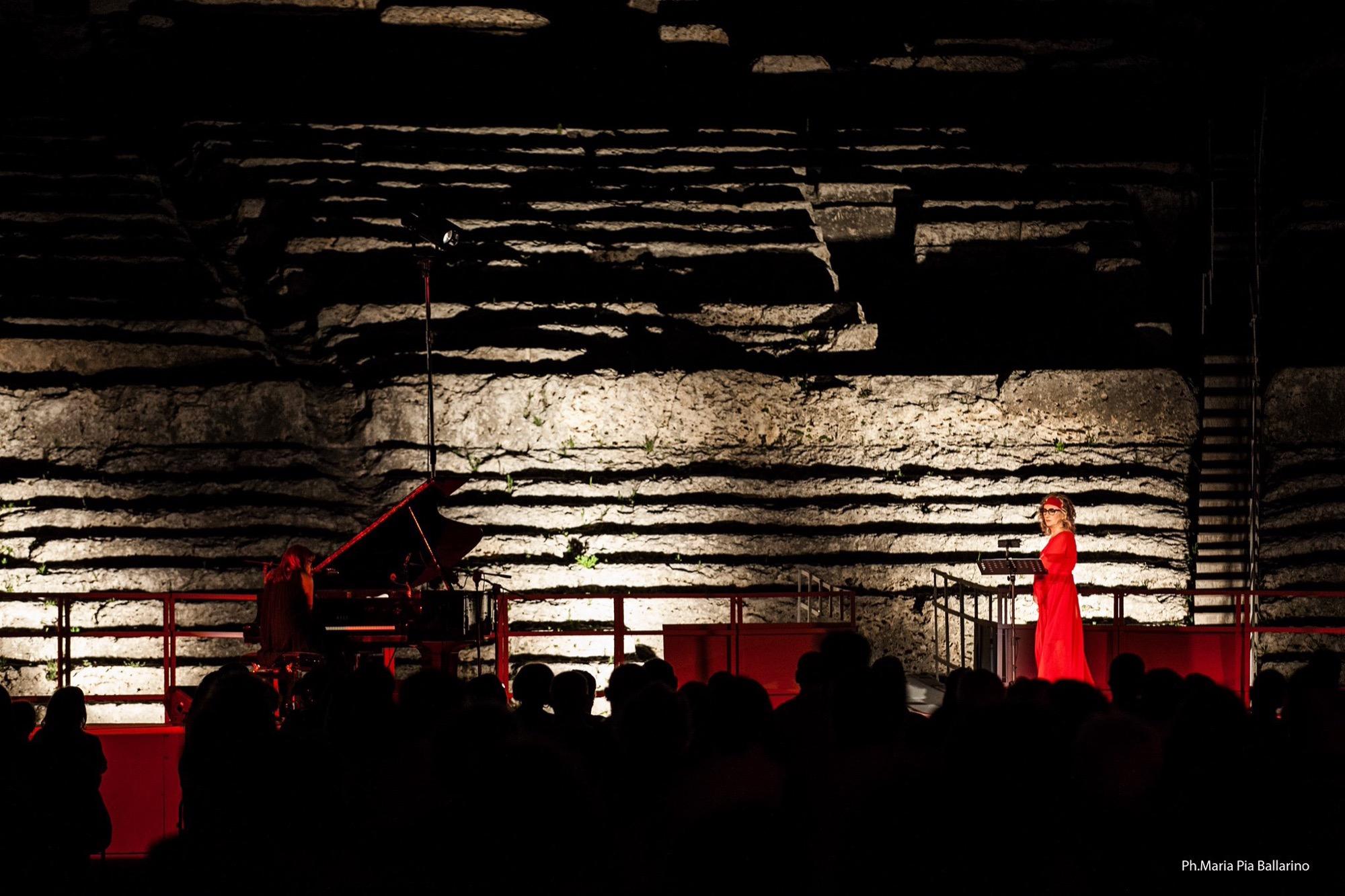 Da Medea a Medea al Teatro Greco di Siracusa: Grandi applausi per Lunetta Savino e Rita Marcotulli