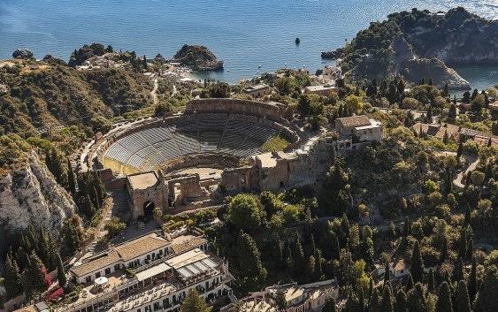 teatro-antico-taormina-dallalto-1597833910.jpg