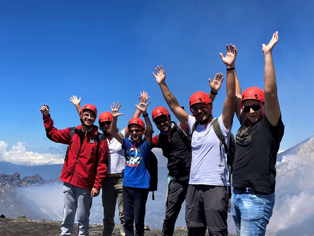 Uici: un gruppo di ragazzi non vedenti raggiunge, tra fatica ed emozione, la cima dell'Etna